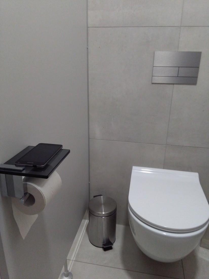 Držák toaletního papíru Optima Cube Way černá DRZTOALPOLSKLOC